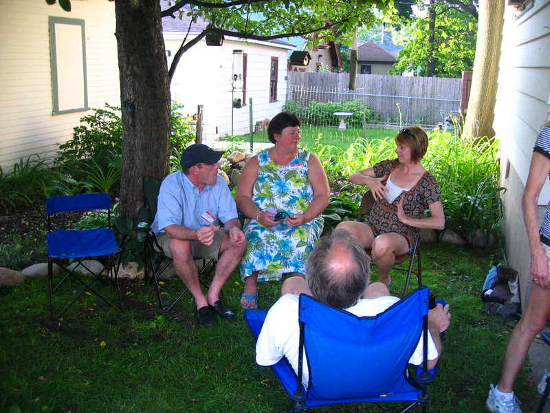 Melissa captivates Dick and Jeanne with a story about something.