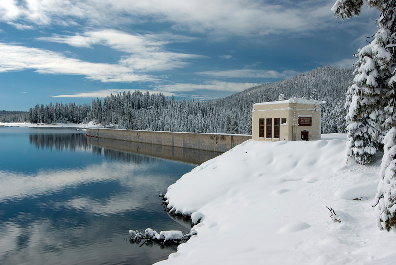 Looking towards the Shaver Lake Dam pic2