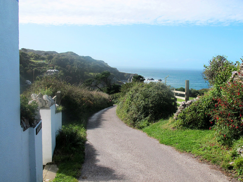 The descent into Lee Bay.