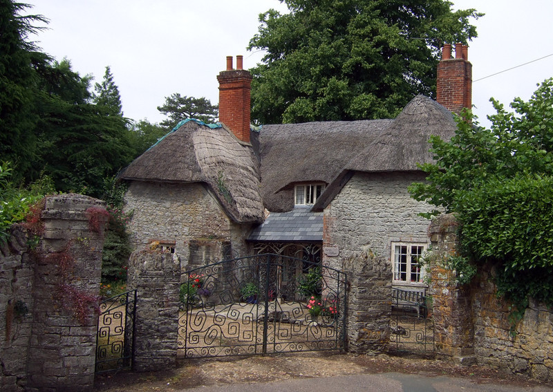 A pretty cottage despite the thatch being in need of attention.