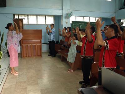 Sarah Famisaran Teaching Signing in Philippines