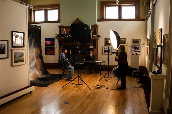 Steve Branch waits to edit the images being captured by photographer Steve Margison and his assistant Linda Reidel Shively.<br /> <br /> Photographer's Name: Bert Happel<br /> Photographer's City and State: Anderson, Ind.