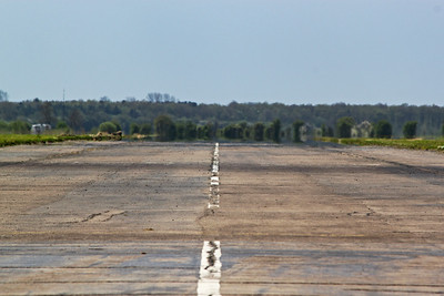 Looking down the runway towards the 04 threshold. Deenethorpe was opened in October 1943 and was assigned to the USAAF Eighth Air Force, 401st Heavy Bombardment Group flying the B17 Flying Fortress, they departed in August 1945. Deenethorpe remained in RAF and Royal Observer Corp use until 1963 when it closed.