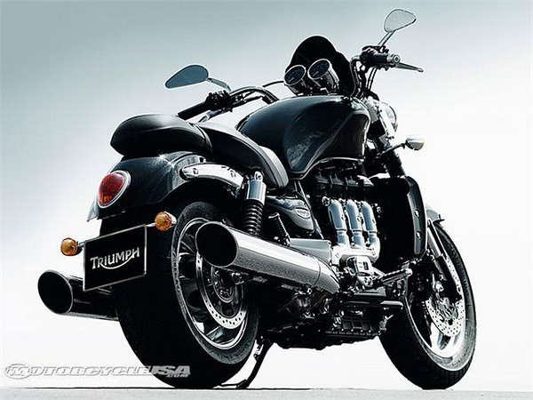 2010-Triumph-Rocket-III-Roa