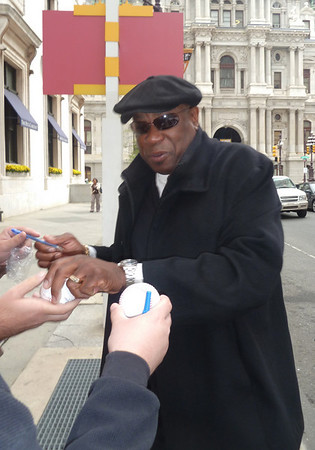 Cincinatti Reds Reds manager Dusty Baker signs autographs for fans outside the Ritz-Hotel in Center City before the game Wednesday.