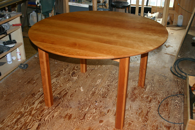 Completed table in round configuration