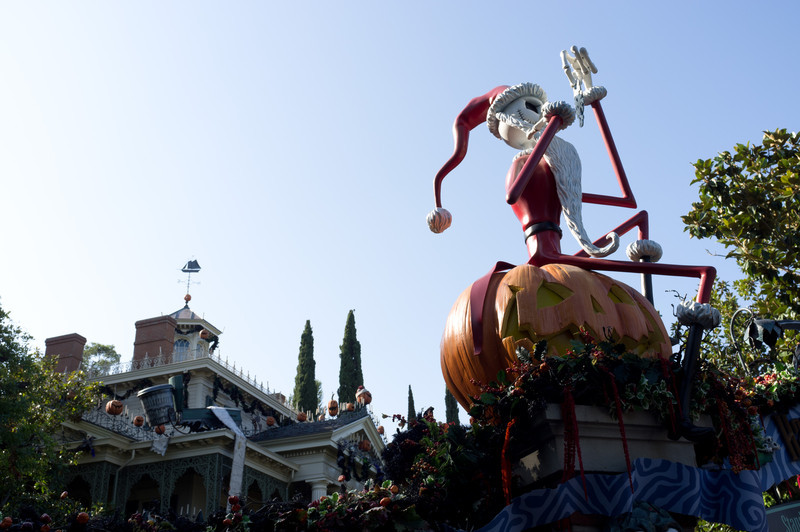 "Haunted mansion redone as ""Nightmare before Christmas"""