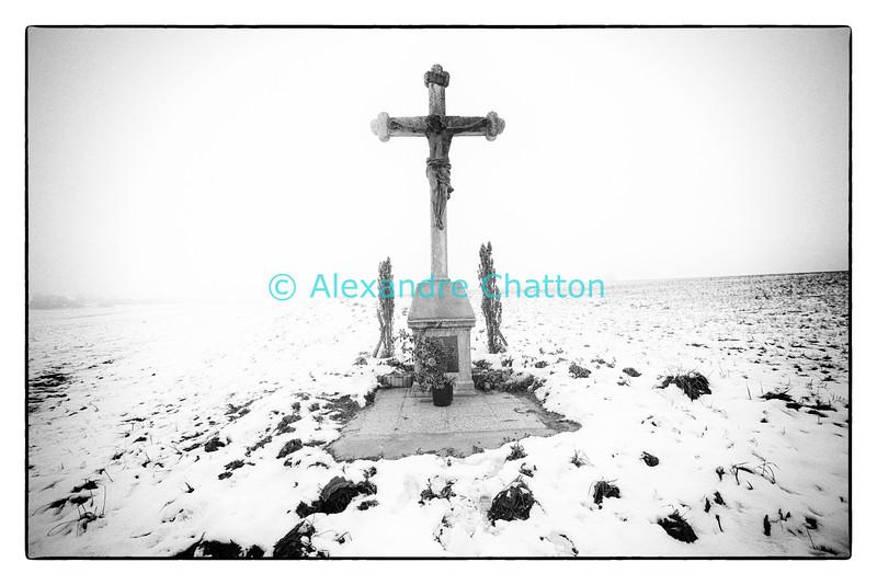 Novembre 2013: croix isolée datant de 1892 rénovée en 2013 près de Romont, dans le canton de Fribourg.
