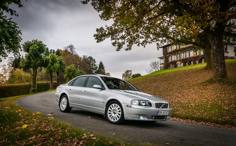 Volvo S80 at fall