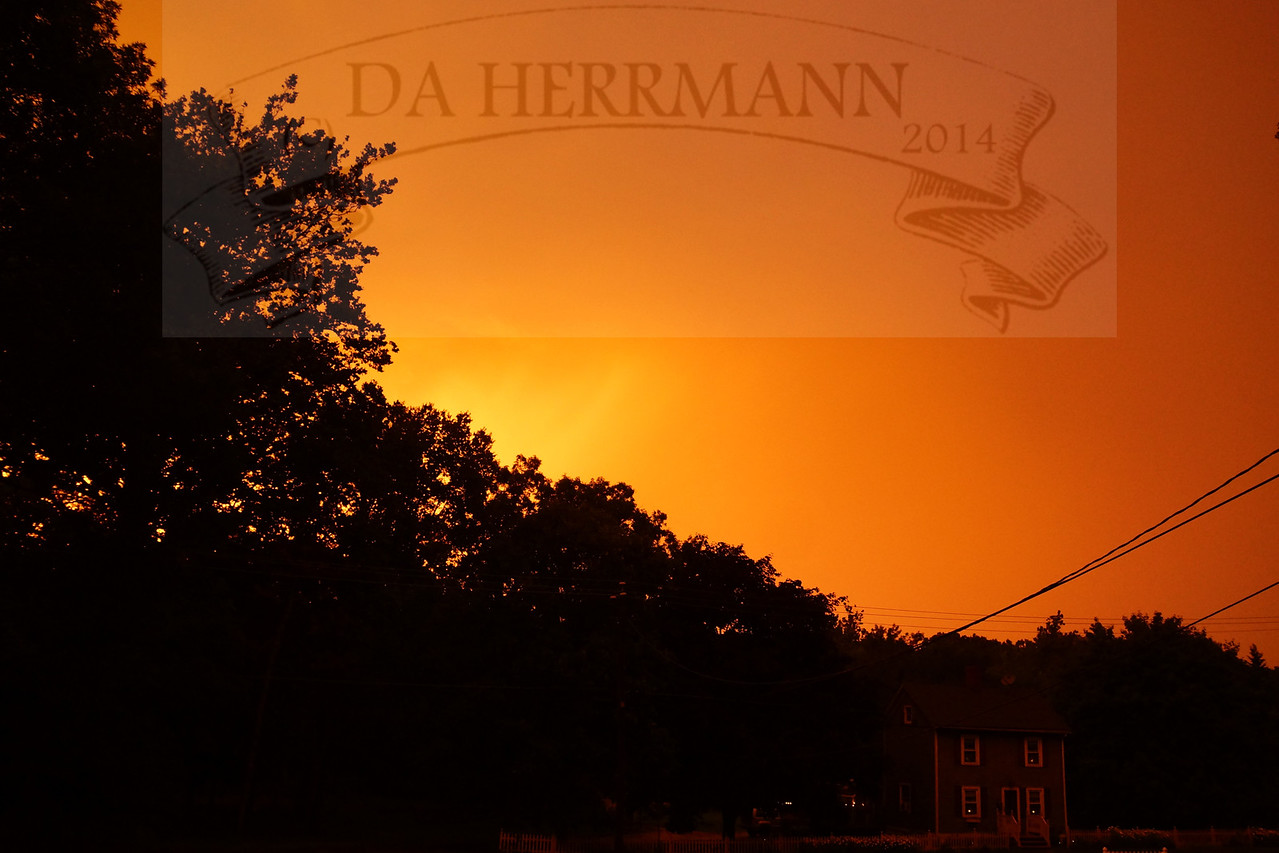 .. Naranja ..<br /> <br /> The oddest sunset I've ever seen.<br /> <br /> July 7, 2013..