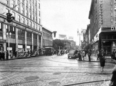 Intersection of Main and Forsyth Streets in 1938. Photo by Elsner Photo. Courtesy of State Archives of Florida, Florida Memory, http://floridamemory.com/items/show/142527