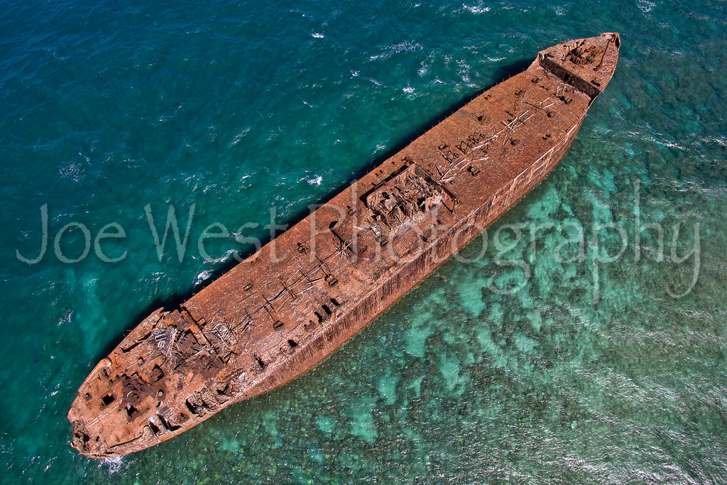 Shipwreck at Kaiolohia - Island of Lana'i, Hawaii - Oct/2015