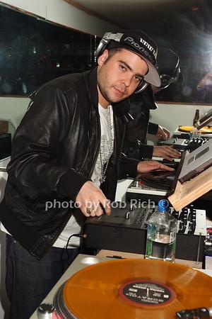 DJ Vibe  photo by Rob Rich © 2008 516-676-3939 robwayne1@aol.com