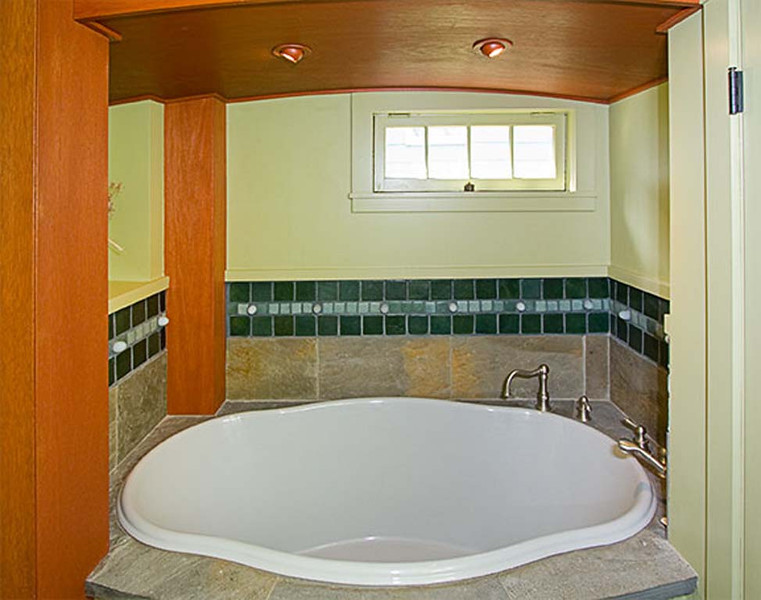 soaking-tub