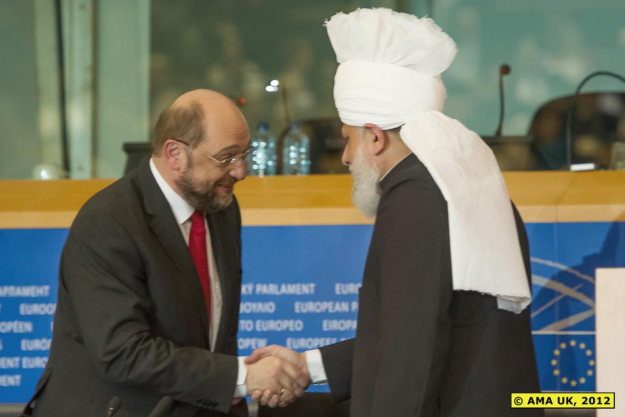 EU3_0283:  Martin Schulz, President of the European Parliament, greeting Hadhrat Khalifatul Masih V.