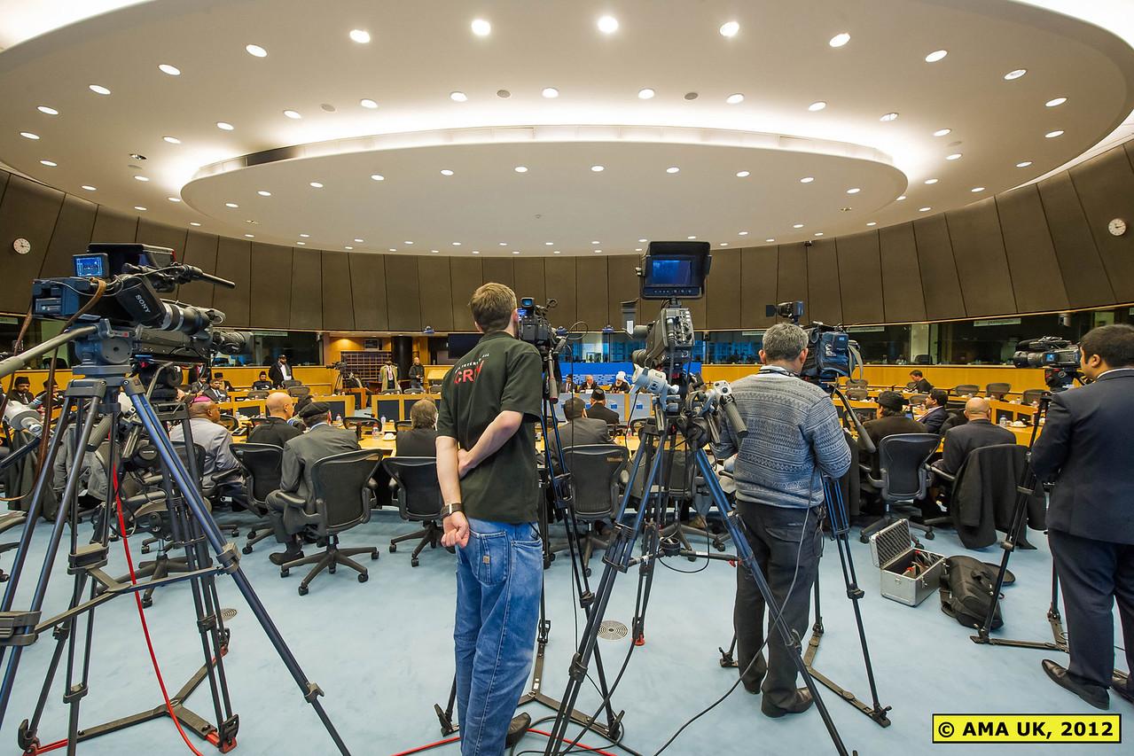 EU3_0130:  TV media at the Press Conference