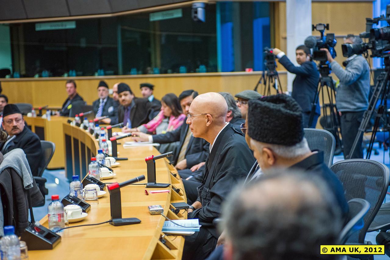 EU6_1009: Member of the foreign press asking Hudhur Aqdas (atba) a question.