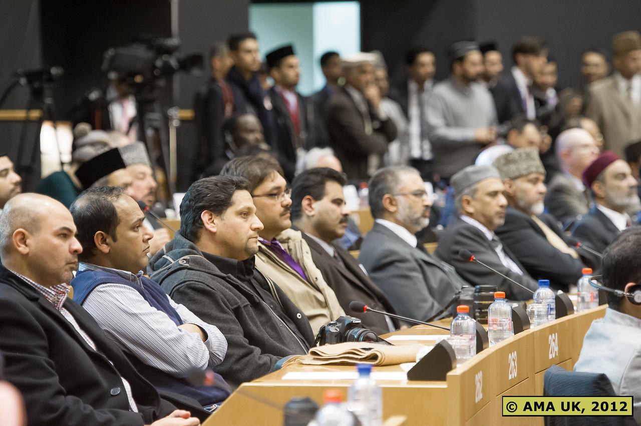 EU3_0169: Delegates listening to Hudhur's address