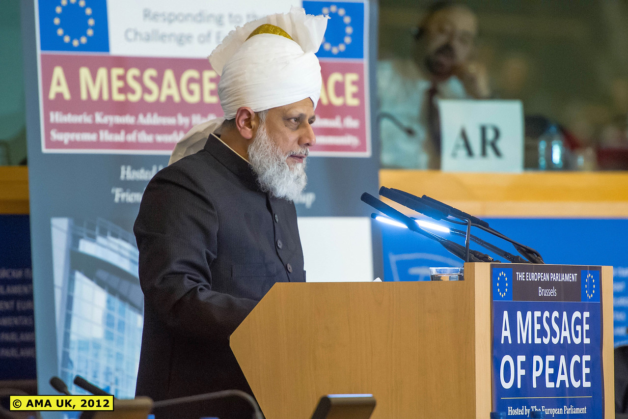 """EU3_0229: """"During his thirty-five minute address, Hadhrat Mirza Masroor Ahmad called on the European Union to preserve its unity; addressed the issue of increased immigration to Western countries; advocated for equality in international relations and spoke at length about Islam's key teachings in relation to developing world peace."""" (Press Release)"""