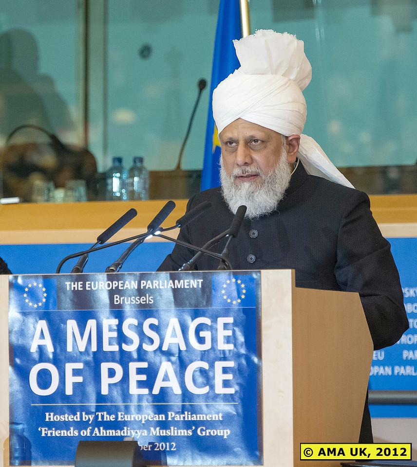 EU3_0242: Hudhur Aqdas (atba) giving his historical address at the European Parliament, Brussels.