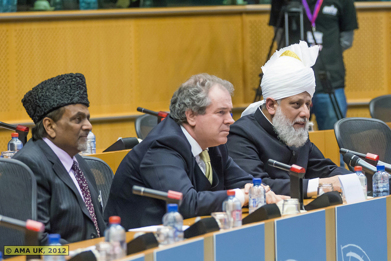 FY2Q0354: In response to a question from a representative of Malta's media, Hadhrat Mirza Masroor Ahmad said that the duty of Ahmadi Muslims was to bring mankind closer to God and to make the people of the world aware of their duty to safeguard each other's rights. (PRESS RELEASE)