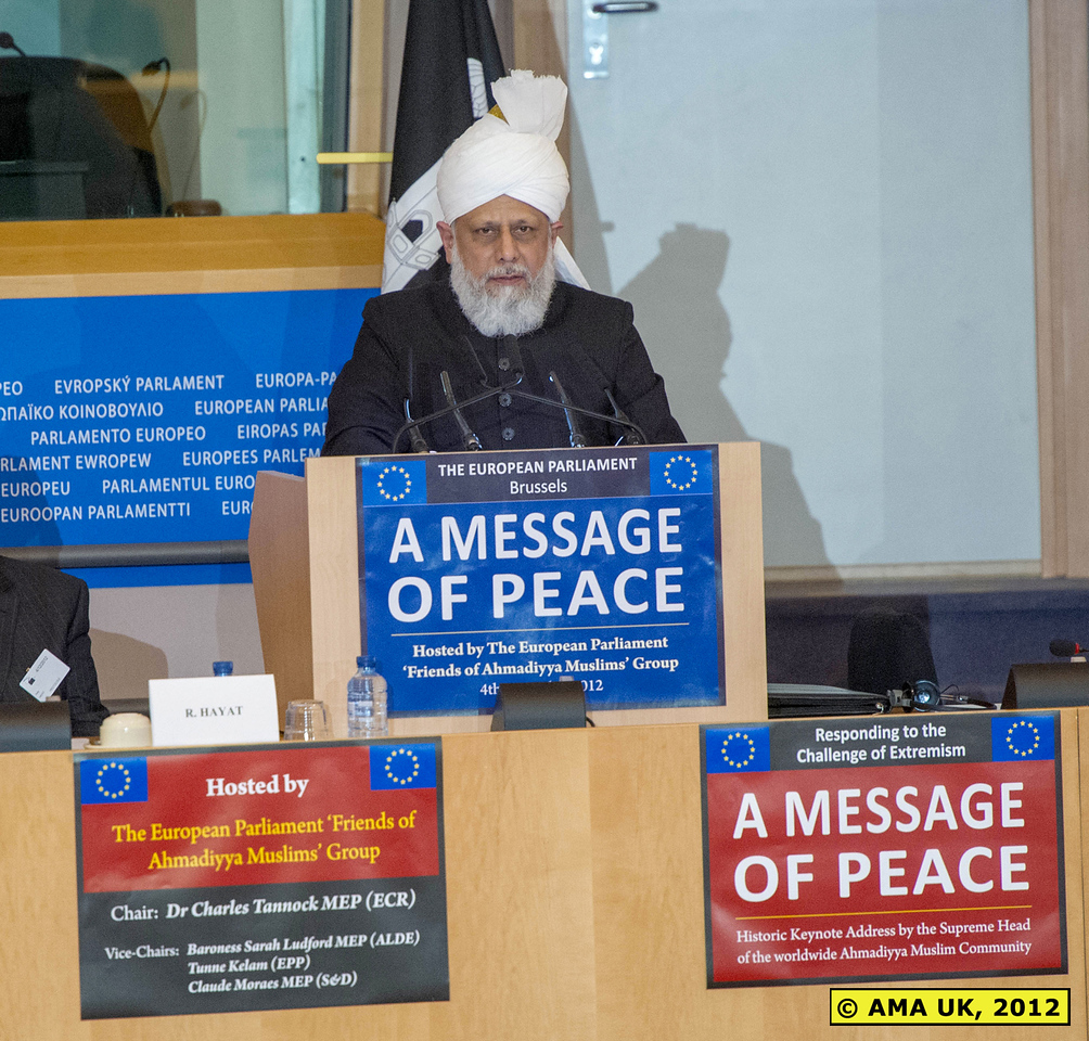 """EU3_0275: The Khalifa spoke of the need not just for co-operation within Europe, but called for global unity. His Holiness said: """"Speaking from an Islamic perspective, we should strive for the entire world to unite together. In terms of currency the world should be united. In terms of business and trade the world should be united. And in terms of freedom of movement and immigration, cohesive and practical policies should be developed, so that the world can become united."""" (PRESS RELEASE)"""