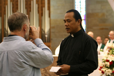 Fr. Hendrik served as a cup minister on Tuesday's Mass.
