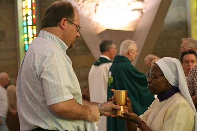 Br. Duane Lemke served as a cup minister on Wednesday.