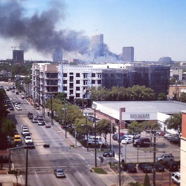 "View of the huge Montrose fire from our garage. via Instagram <a href=""http://ift.tt/1rvDuwy"">http://ift.tt/1rvDuwy</a>"