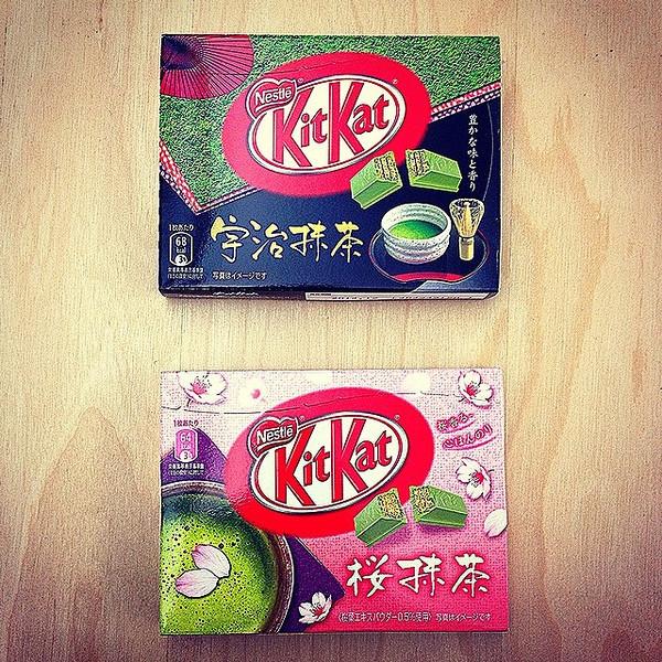 "Benefit of working alongside globetrotters: Green Tea KitKats via Instagram <a href=""http://ift.tt/QBMWjn"">http://ift.tt/QBMWjn</a>"