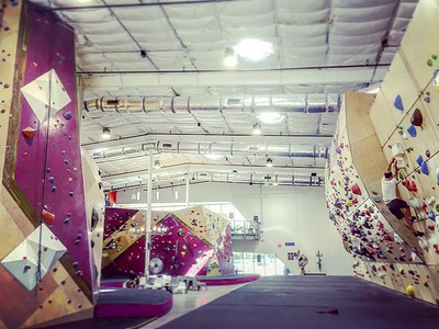 Checked out the competition wall at the new @cruxcc in Austin. via Instagram http://ift.tt/2ctxLVl