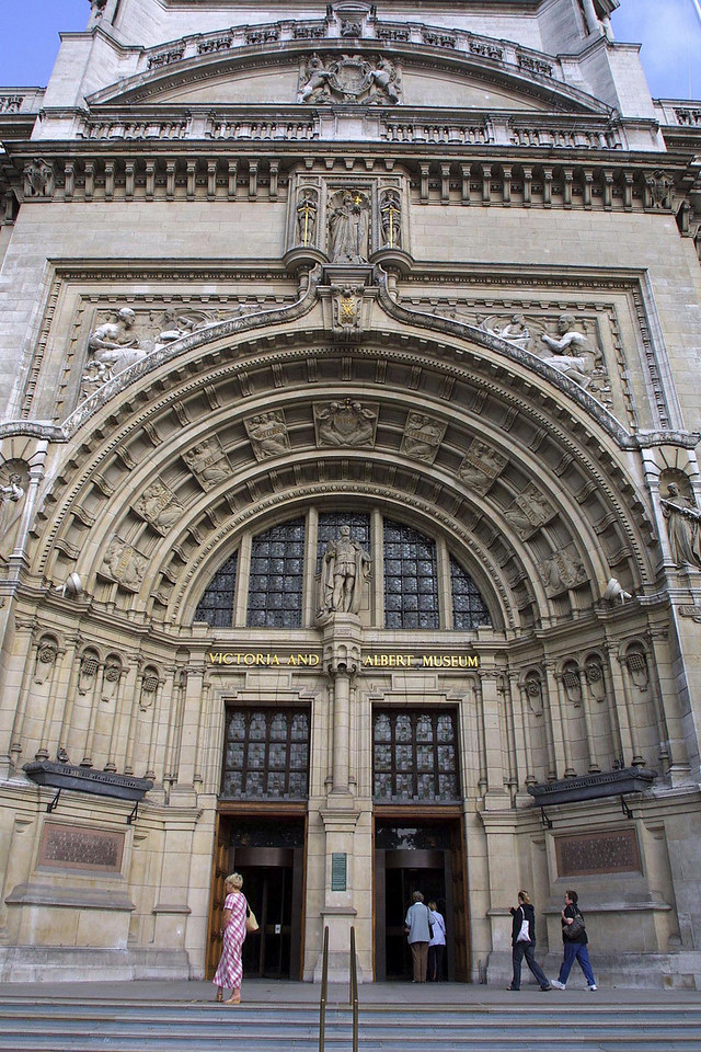 VICTORIA AND ALBERT MUSEUM: V&A Main Entrance