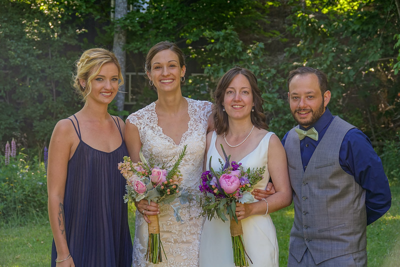 Brides with the maid of honor and best man of honor.