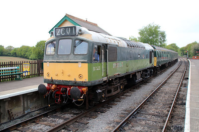 Class 25 D7523 (25173) John F Kennedy minus nameplates awaits departure to Ongar   19/05/13.