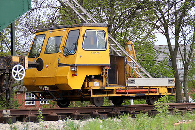 Tug T002 'Badger' in North Weald Sidings   19/05/13.