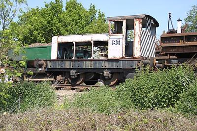 RH 4wDM No95 (466625) at North Weald sidings   27/05/12.