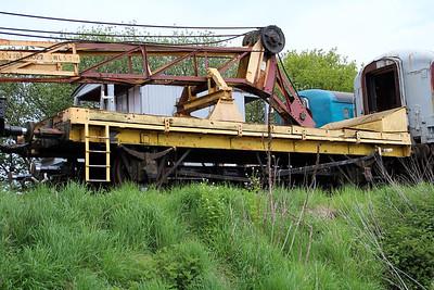 DRT81027 Runner DM341895 in North Weald Sidings   19/05/13.
