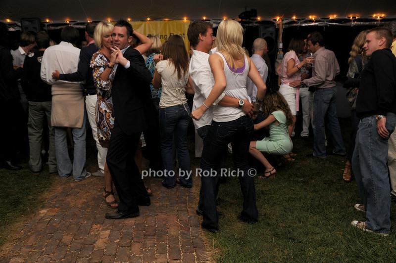 dancing<br /> photo by Rob Rich © 2008 516-676-3939 robwayne1@aol.com