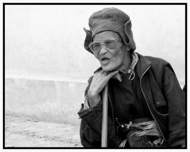 Une none de Zangla, attend son tour pour la visite médicale-2009