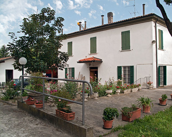 This is the home of Mario's parents, who passed away a few years ago. Cicci, Mario's sister, and Mario will always keep this home. Cicci and Angelo come to live here, what they call non-city, 10 minutes away from their apartment in Parma (see 2nd picture). Cicci also works so hard on her wonderful vegetable garden, here1