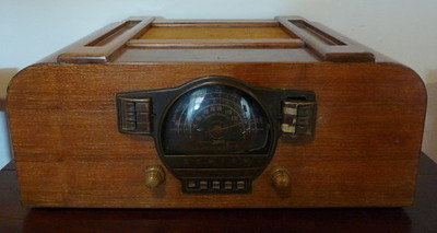 Zenith tabletop shortwave radio, untested