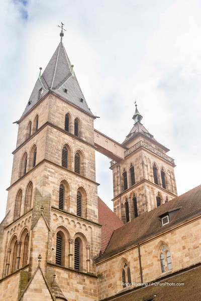 The south side of the Market Square is dominated by the mighty building of the Parish Church of St. Dionysius. It was here that the history of Esslingen began in the year 777. The present church is the third building on this site. In the 13th century, when the town was flourishing and becoming wealthy, its citizens made the importance of the town visible with this impressive new building. The basilica with its three naves and high choir was built between 1220 an about 1315. The architectural style is the transition from Romanesque to Gothic. The magnificent stained-glass windows in the choir from about 1300 are the church's greatest treasure. They are among the most important and most beautiful medieval stained-glass windows in Germany. The bridge connecting the two towers is very prominent from afar. It dates back to about 1600 and was necessary for structural reasons.