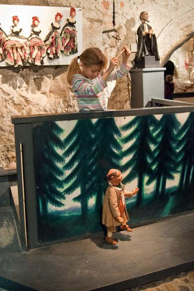 Elisabeth operates a marionette in the marionette museum of Salzburg Castle.