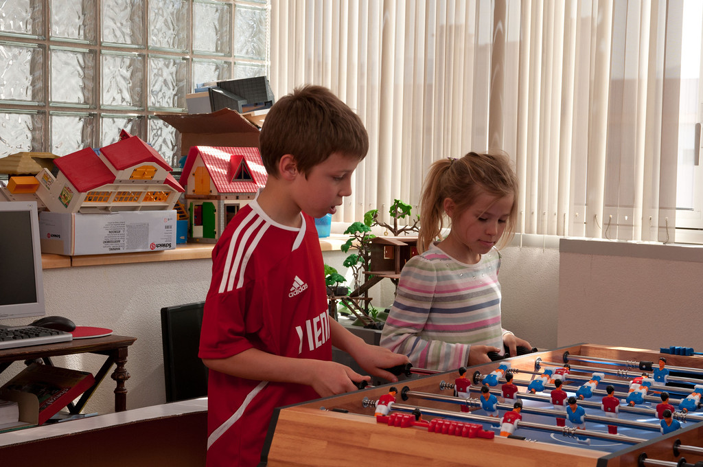 """Elisabeth and Simon play foosball, or """"babyfoot"""" as they call it."""