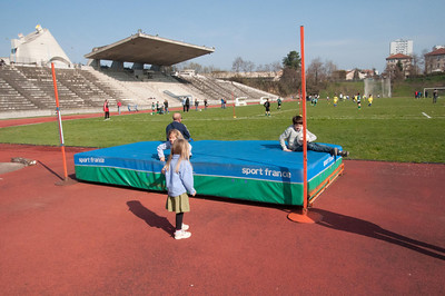 The kids playing on a pole vaulting mat while Simon plays Soccer - St. Etienne.