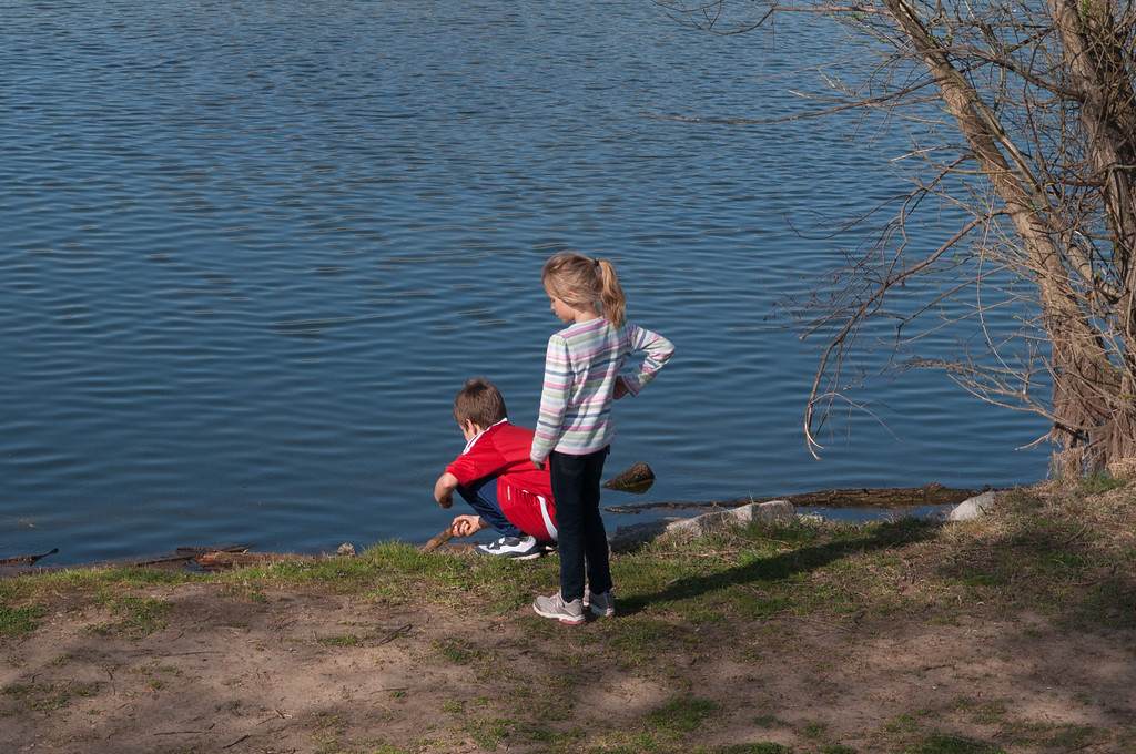 Elisabeth and Simon playing next to a pond near the Loire River.