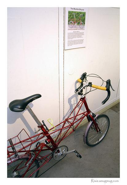 Engelsk Moulton cykel med små hjul (ingen hoppfällbar cykel)