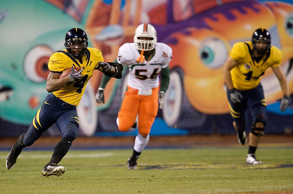 27 December 2008:  California Golden Bears running back Jahvid Best (4) breaks into the secondary during the second half of the California Golden Bears' 24-17 victory over the Miami Hurricanes in 2008 Emerald Bowl at AT&T Park in San Francisco, California.
