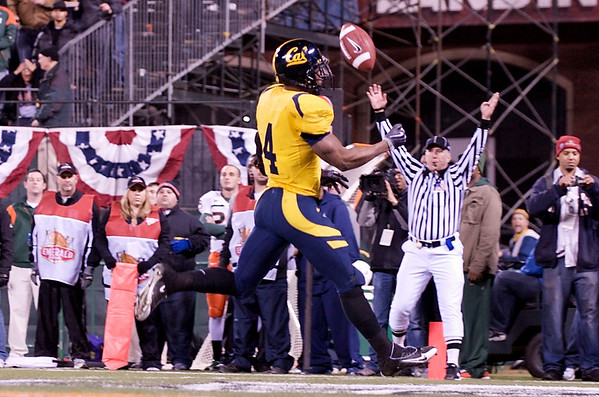 27 December 2008:  California Golden Bears running back Jahvid Best (4) rushes into the end zone for a touchdown during the first half of the 2008 Emerald Bowl between the Golden Bears and the Miami Hurricanes at AT&T Park in San Francisco, California.  The Golden Bears prevailed 24-17 over the Hurricanes.