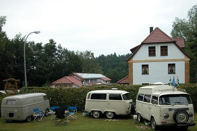 Finnen VW Busse mit Anhänger
